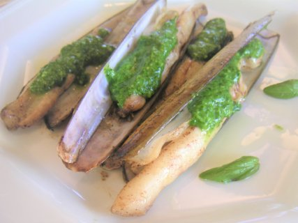 【レシピ紹介】5月の食材レイザークラム(Razaor Clam)のバジルソース
